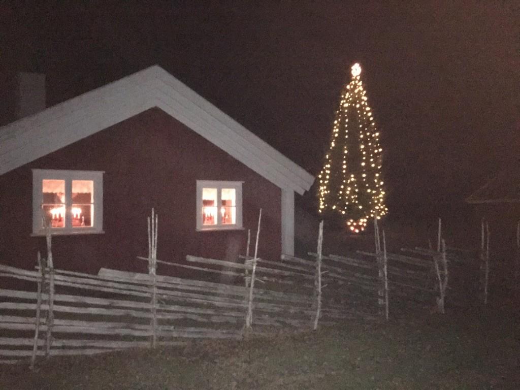 julgranen-vid-hembygdsgården-2016